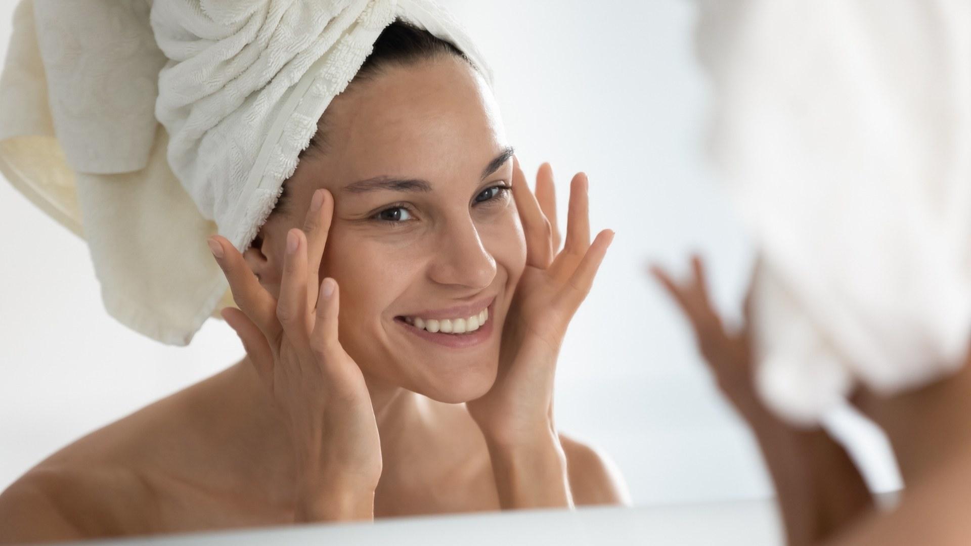 Pelle mista con pori dilatati? Ecco cosa suggerisce la dottoressa della pelle